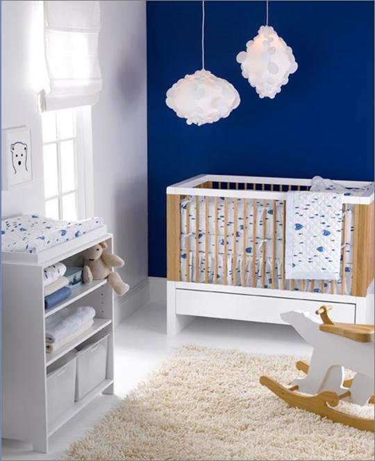 Mavi ve beyaz bebek odası fikirleri