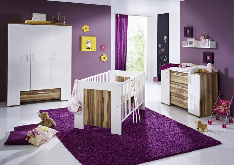 Mor rengin ana renk olarak kullanıldığı modern bebek odası fikirleri