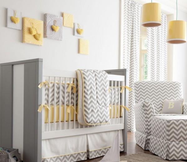 Sarı ve yeşil renkler ile dekore edilmiş modern bir bebek odası.