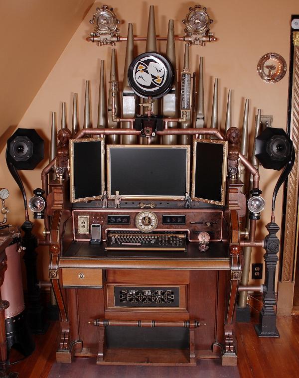 tuhaf-çalışma-masası