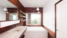 Tahta ve Betonla Şık Bir Banyo Yenilenmesi