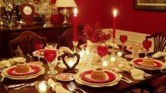 Sevgililer Günü İçin 23 Farklı ve Romantik Masa Tasarımı