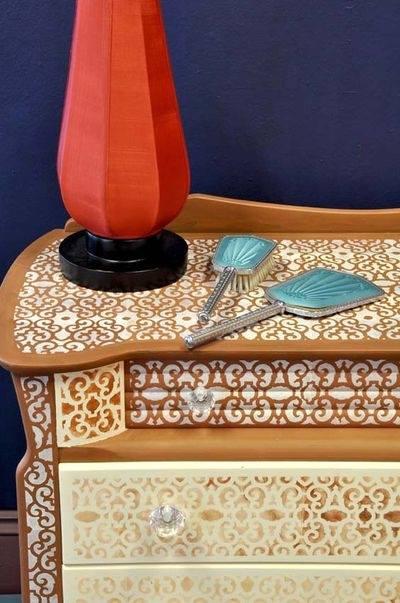 dantel-ve-sprey-boya-ile-mobilyalari-yenileme-fikri-3