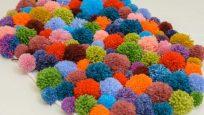 Renkli Ponponlar ile Paspas ve Duvar Süsleri