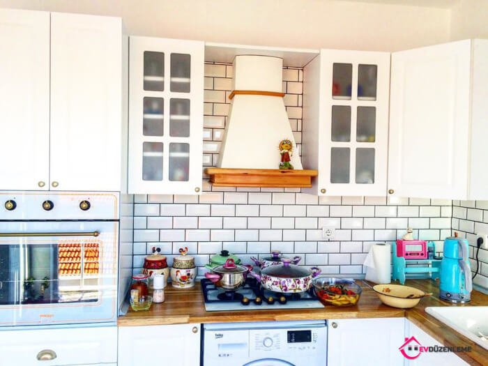 28 Country Kitchen Cabinet to Change the Air of the Kitchen