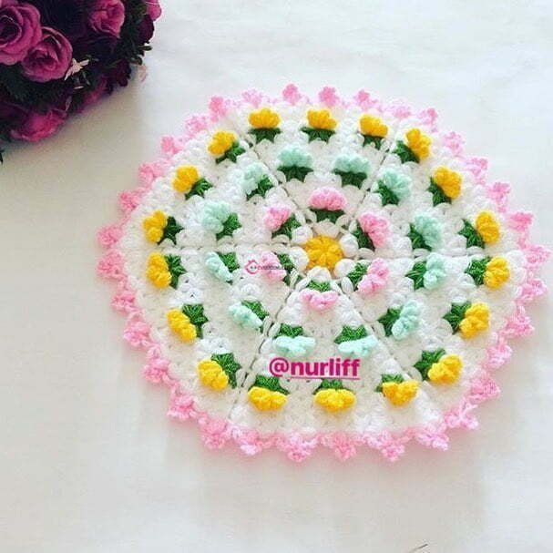 32. Renkli Çiçekler Bir Lif Üzerinde