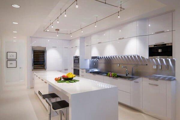 7- Ferah ve Bembeyaz Bir Mutfak